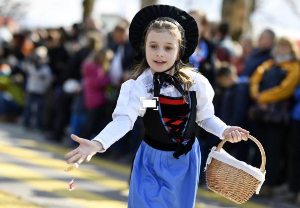 Tourisme    Tourisme    Les enfants perpétuent la tradition en habit d'époque